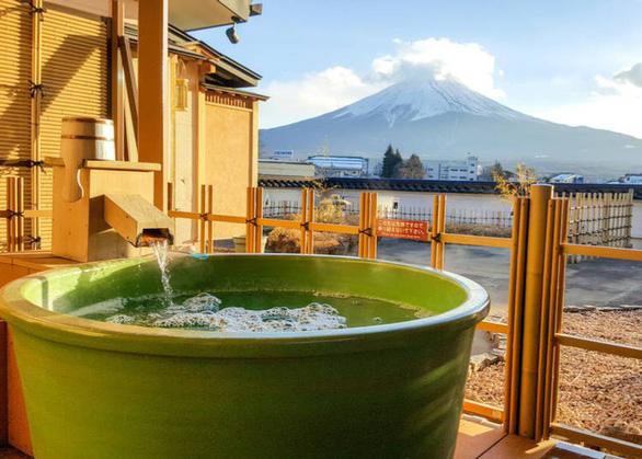 Nhiều nơi tắm onsen có khung cảnh rất đẹp và thơ mộng