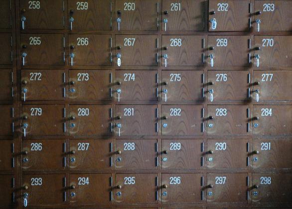 Tủ gửi đồ có đánh số ở các onsen