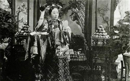 Từ Hy Thái hậu (1868 - 1913) trở thành Hoàng thái hậu dưới thời vua Phổ Nghi - Hoàng đế thứ 12 và cũng là Hoàng đế cuối cùng của triều Thanh và Trung Quốc. Ảnh: Freer Sackler Gallery Archives.