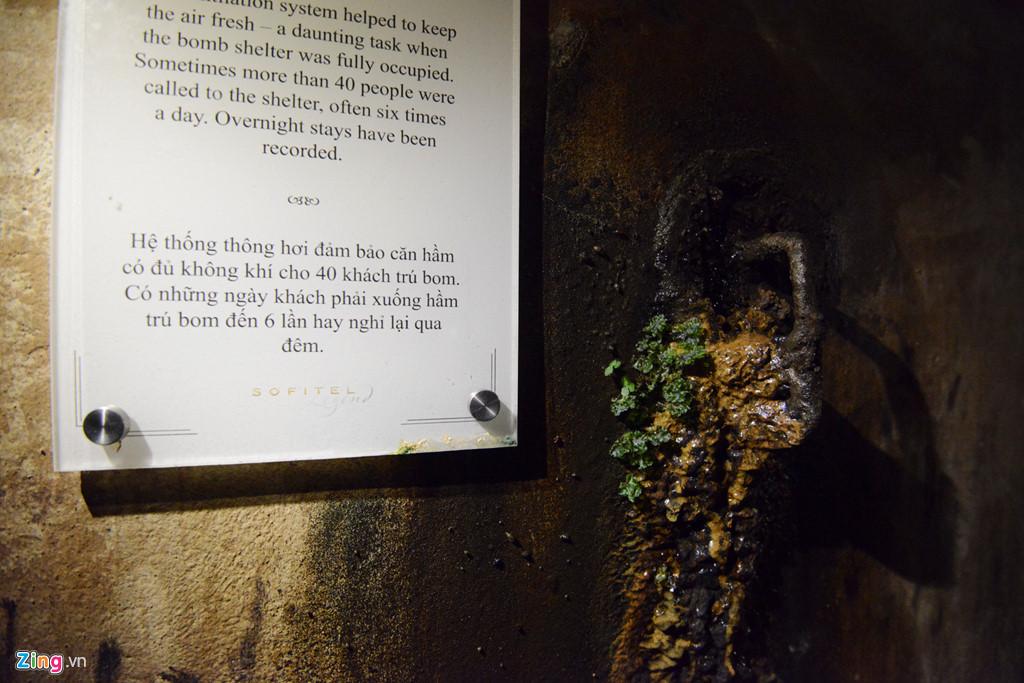 Tấm biển cho thấy hầm có thể chứa 40 người.