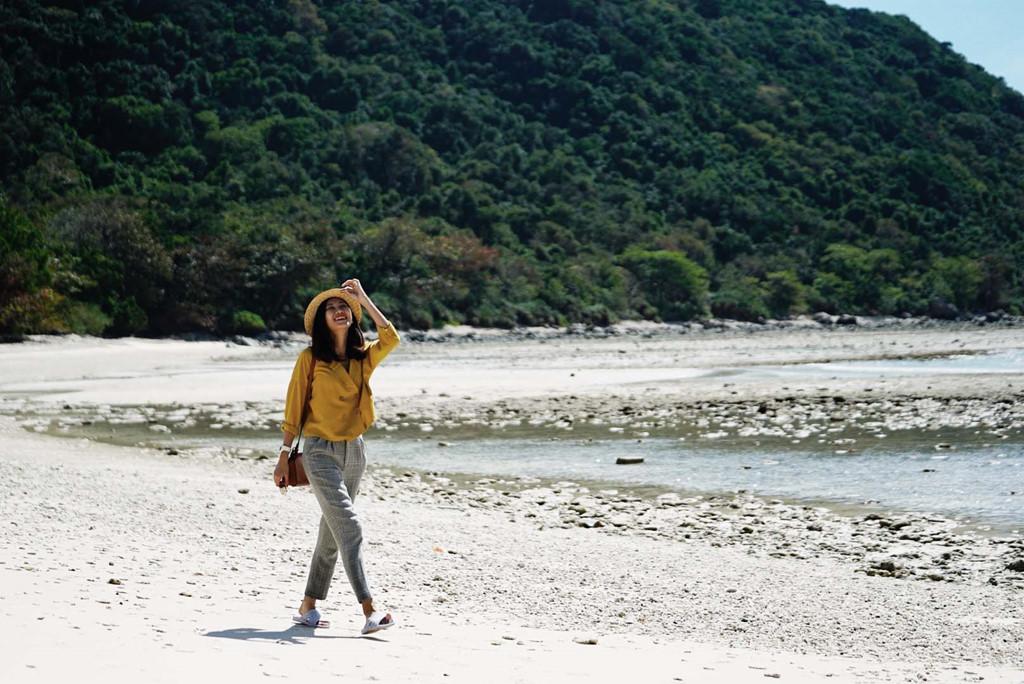 Cách bờ biển thành phố Vũng Tàu 97 hải lý, Côn Đảo là một quần đảo nhỏ trực thuộc tỉnh Bà Rịa - Vũng Tàu. Đến Côn Đảo ngày nay, bạn sẽ ngỡ ngàng trước điểm du lịch nghỉ dưỡng, tham quan với các bãi tắm và khu bảo tồn thiên nhiên tuyệt đẹp.