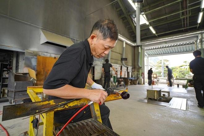 Khi nhà máy công nghiệp Shuseikan phát triển, công nghệ chế tạo thuỷ tinh, pha lê Satsuma cũng phát triển mạnh. Những tác phẩm mỹ nghệ Satsuma được cắt và tạo màu thủ công tinh xảo bởi các nghệ nhân vùng này. Du khách có thể xem quy trình làm ra những chiếc ly, bình rượu, đĩa, bình hoa… và chọn mua như một món quà lưu niệm từ vùng đất Kagoshima.
