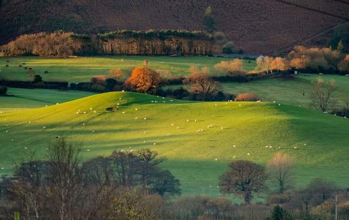 Tác giả Shaun Davey chụp quang cảnh miền quê gần Holt thuộc công viên Exmoor. Vườn quốc gia này được thành lập tháng 10/1954, có diện tích 693 km2.