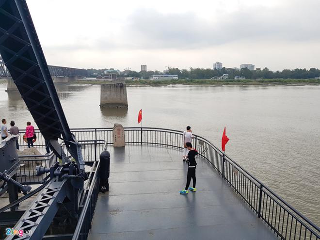 """Trung Quốc là """"cửa ngõ"""" để vào Triều Tiên. Do đó, nếu chọn đường bộ, du khách phải xin thêm visa của Trung Quốc. Ảnh: Hải An."""