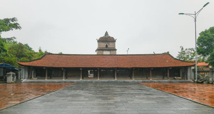 Theo Cục Di sản Văn hóa, chùa Dâu (xã Thanh Khương, huyện Thuận Thành, tỉnh Bắc Ninh) được khởi dựng năm 187 và hoàn thành năm 226 ở vùng Dâu, thành Luy Lâu. Nơi đây được coi là trung tâm Phật giáo đầu tiên của Việt Nam và nơi khởi nguồn tín ngưỡng thờ Tứ pháp - 4 vị nữ thần hình thành từ sự kết hợp giữa Phật giáo Ấn Độ và tín ngưỡng dân gian của người Việt. Mặt trước chùa Dâu nhìn từ khoảng sân hướng ra đường quốc lộ 17.