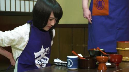 Nhân viên nhà hàng Azumaya tiết lộ kỷ lục của khách tới đây là 570 bát trong một bữa. Ảnh: Karla Cripps/CNN.
