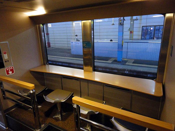 Ngoài ra, trên các xe lửa còn có nhà vệ sinh, máy bán nước tự động, cabin hút thuốc và phòng chờ. Ảnh: Wikipedia Commons.
