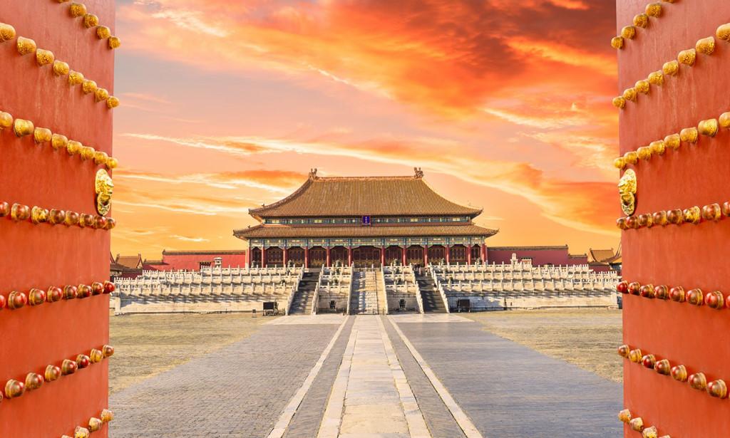 Suốt 500 năm lịch sử, Tử Cấm Thành (Bắc Kinh, Trung Quốc) là lãnh địa độc quyền của hoàng đế và những người hầu của ông. Hầu hết 24 vị vua triều đại nhà Minh và Thanh đã cai trị quốc gia rộng lớn mà không rời hoàng cung nửa bước trừ khi có việc cần thiết. Hiện nay, sau 94 năm, kể từ ngày nơi đây trở thành bảo tàng, Tử Cấm Thành lần đầu tiên tổ chức lễ hội đèn lồng, mở cửa đón khách vào ban đêm. Ảnh: Iloveasia.travel.
