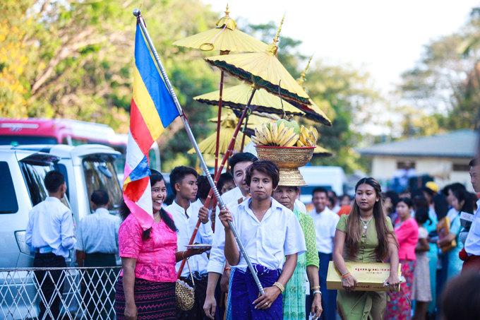 Ai từng chứng kiến một đám rước trong ngày lễ Shin Pyu mới cảm nhận hết đức tin của người Myanmar vào Phật giáo. Shin Pyu có nghĩa là xuất gia gieo duyên hay xuất gia làm tiểu Sa di trong một thời gian ngắn.