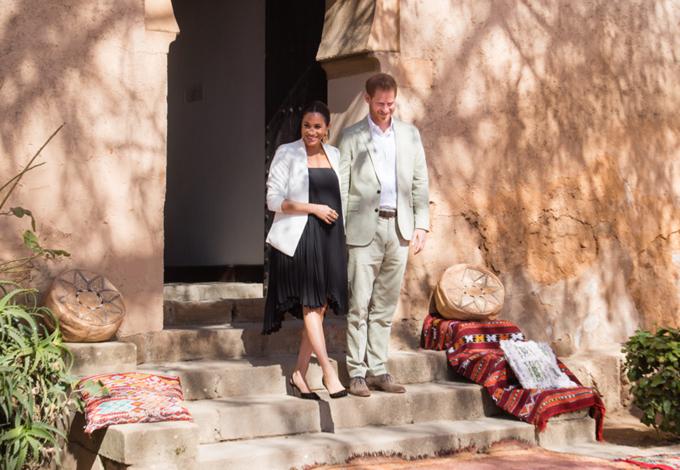 Mới đây nhất, trong chuyến công du cuối cùng trước khi lâm bồn, công tước và công nương xứ Sussex đã đặt chân tới Morocco - quốc gia ở Bắc Phi. Chuyến đi kéo dài 3 ngày. Bên cạnh các cuộc gặp gỡ mang tính ngoại giao, đôi vợ chồng Hoàng gia Anh còn được bắt gặp ở Liên đoàn thể thao đua ngựa Morocco, vườn Andalucia - một khu vườn hẻo lánh nằm ở thủ đô Rabat. Đặc biệt, hai người còn tham gia vào một khoá học nấu ăn ngắn để tìm hiểu về ẩm thực châu Phi.