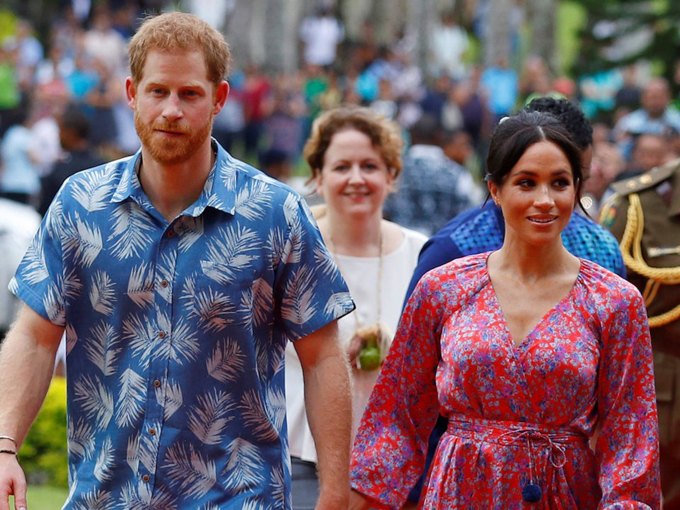 Cũng trong chuyến Royal Tour đến Khối thịnh vượng chung ở châu Đại Dương, công tước và công nương đã đến đảo quốc Fiji - thiên đường nghỉ dưỡng dành cho các VIP trên thế giới. Trong thời gian này, đôi vợ chồng tới thăm các trường học, phát biểu, gặp gỡ các quan chức và người dân trong khu rừng nhiệt đới, đồng thời tham gia buổi lễ chào mừng theo kiểu địa phương trên quần đảo Thái Bình Dương.