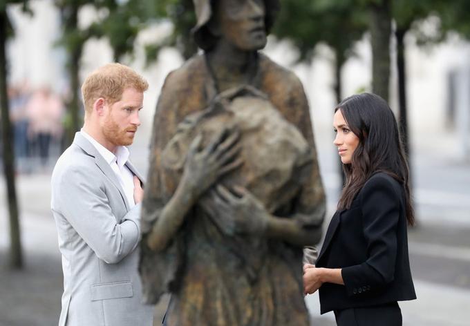 """Tháng 7/2018, ngay sau khi kết hôn 2 tháng, đôi vợ chồng mới cưới đã tới thăm Dublin, Ireland. Công nương Meghan và Hoàng tử Harry đã có 2 ngày lưu lại đây, với mục đích """"tìm hiểu thêm về lịch sử của Ireland và trải nghiệm văn hóa phong phú, cũng như gặp gỡ những người có tầm ảnh hưởng ở đây"""". Theo Forbes, đây là lần thứ hai cặp đôi đến thăm Ireland. Thời gian này, công nương và công nương đã đến thăm Đài tưởng niệm nạn nhân của nạn đói, đại học Trinity và công viên Croke."""