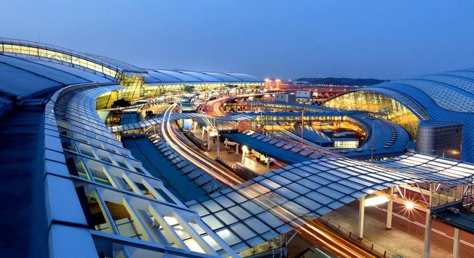 """2. Seoul Incheon, Hàn Quốc  Đây là sân bay lớn nhất Hàn Quốc, và cũng là một trong những sân bay bận rộn nhất thế giới. Năm 2018, nơi đây được vinh danh ở hạng mục: """"Sân bay có nhân viên tốt nhất thế giới"""". Ảnh: Travel S Helper."""
