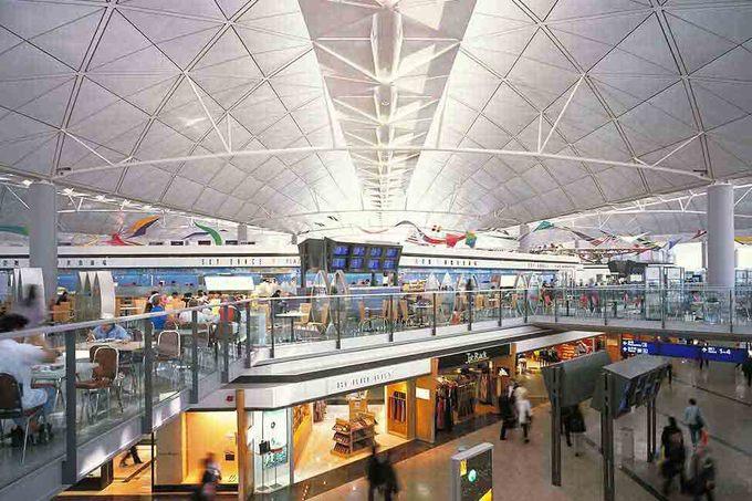 """4. Hong Kong, Trung Quốc  Sân bay quốc tế Hong Kong phục vụ hơn 100 hãng hàng không, khai thác các chuyến bay đến khoảng 180 địa điểm trên toàn thế giới, bao gồm 44 điểm đến ở Trung Quốc đại lục. Nơi đây cũng đạt danh hiệu """"sân bay tốt nhất thế giới để ăn tối"""". Ảnh: Bechtel."""