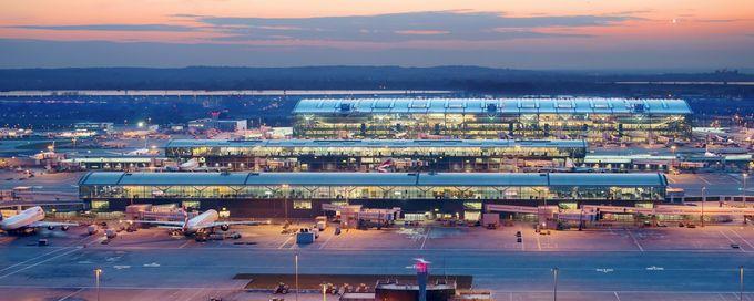 8. London Heathrow, Anh  Đây là sân bay bận rộn nhất London, cũng như châu Âu nhờ lượng khách đông đúc. Năm 2018, Heathrow 2 đã được bầu chọn là Sân bay có nhà ga tốt nhất Thế giới. Ảnh: Heathrow.
