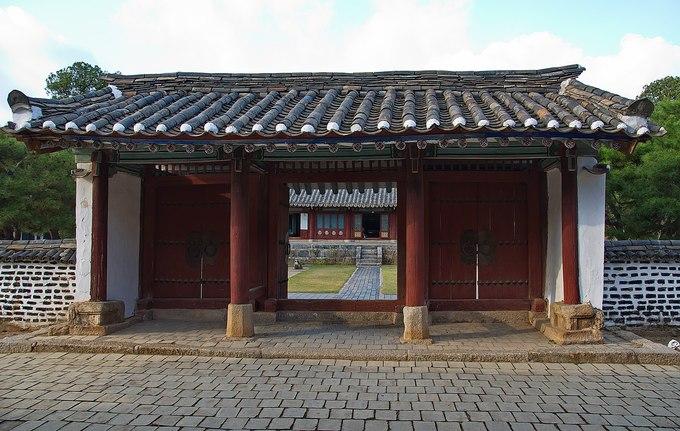 Vùng Kaesong từng là kinh đô của Vương quốc Koryo cách đây 500 năm trước. Nơi đây nổi tiếng với bảo tàng Koryo lưu giữ nhiều hiện vật có niên đại từ thế kỷ thứ 11. Ảnh: Uwe Brodrecht.