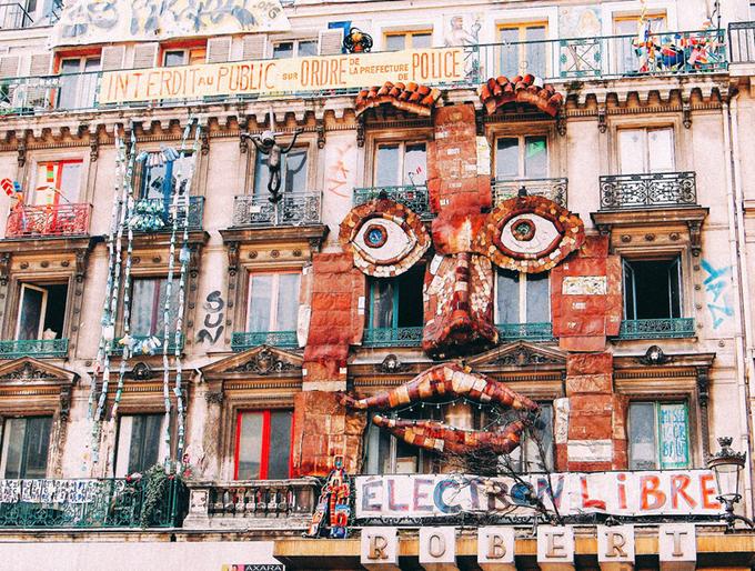 Nếu bạn là một người yêu nghệ thuật thì số nhà 59 Rivoli là món quà mà Paris dành riêng tặng bạn. Những bức tường của các tòa nhà được trang trí vô cùng đặc sắc và sinh động. Nơi đây được xem là thiên đường của các họa sĩ đến từ khắp nơi trên thế giới. Ảnh: Pinterest.