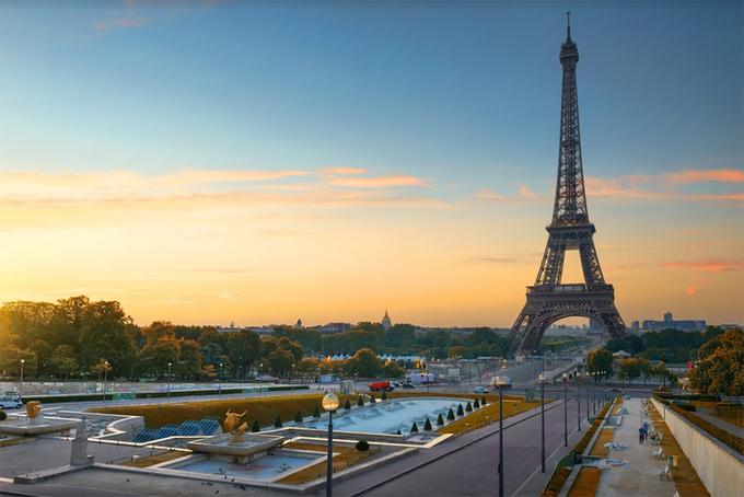 Ngoài ra, du khách cũng không nên bỏ qua những điểm đến quen thuộc như tháp Eiffel, Khải Hoàn Môn... Ảnh: Tugo.