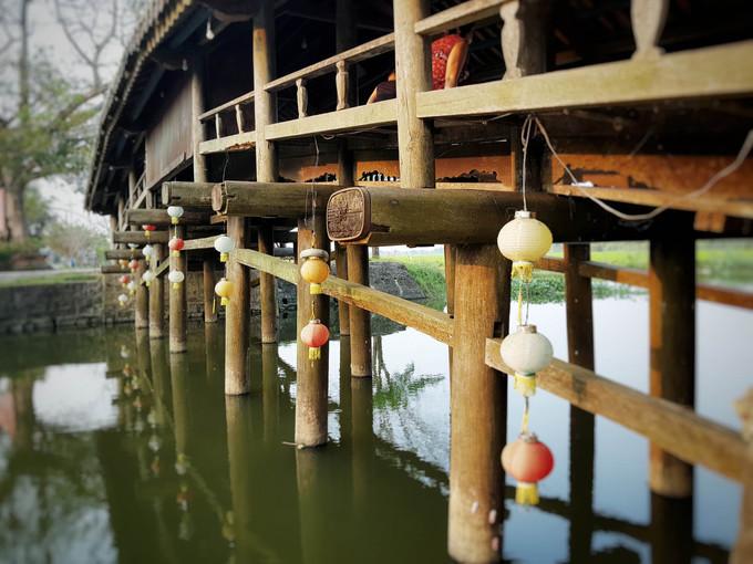 Những trụ cầu bằng gỗ theo thời gian bị xuống cấp. Dù vậy, sau nhiều lần trùng tu, cầu ngói Thanh Toàn vẫn giữ được nguyên kiến trúc.