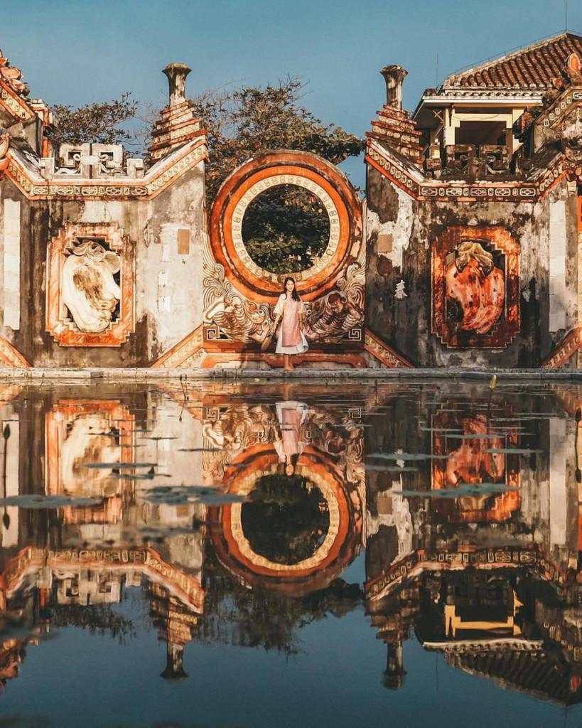Nằm trên trục đường Hai Bà Trưng, thành phố Hội An, đây là hạng mục cổng của tổ hợp công trình kiến trúc văn hóa tín ngưỡng Cẩm Hà cung và Hải Bình cung, dân gian thường gọi là chùa Bà Mụ. Ảnh: @hueandsuntravel.
