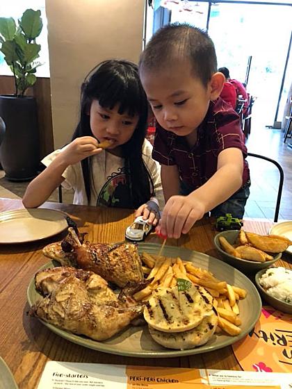 Theo chị Hường, ẩm thực ở Penang phong phú, trẻ con có thể ăn dễ dàng. Ảnh: NVCC.