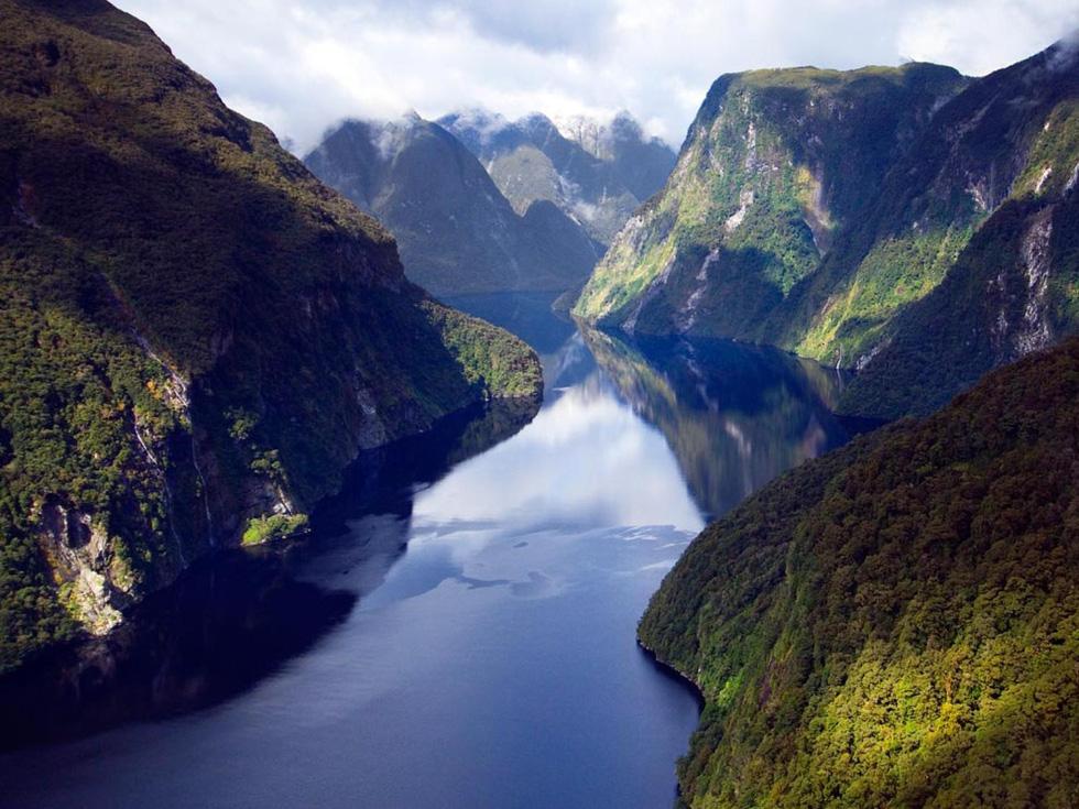 Fiorland là công viên quốc gia lớn nhất ở New Zealand. Lượng mưa ở đây lên tới 6,4m/năm, khiến nó trở thành một trong những nơi ẩm ướt nhất trái đất - Ảnh: Brian J. Skerry