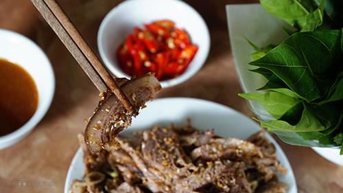 Thịt dê tái chanh là món mà thực khách dễ dàng cảm nhận được mùi dê nhất. Ảnh: Phong Vinh.