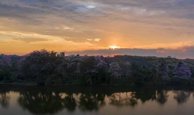 Hồ Nam Phương có cảnh sắc thiên nhiên hữu tình, nằm cách trung tâm thành phố Bảo Lộc khoảng 2 km.