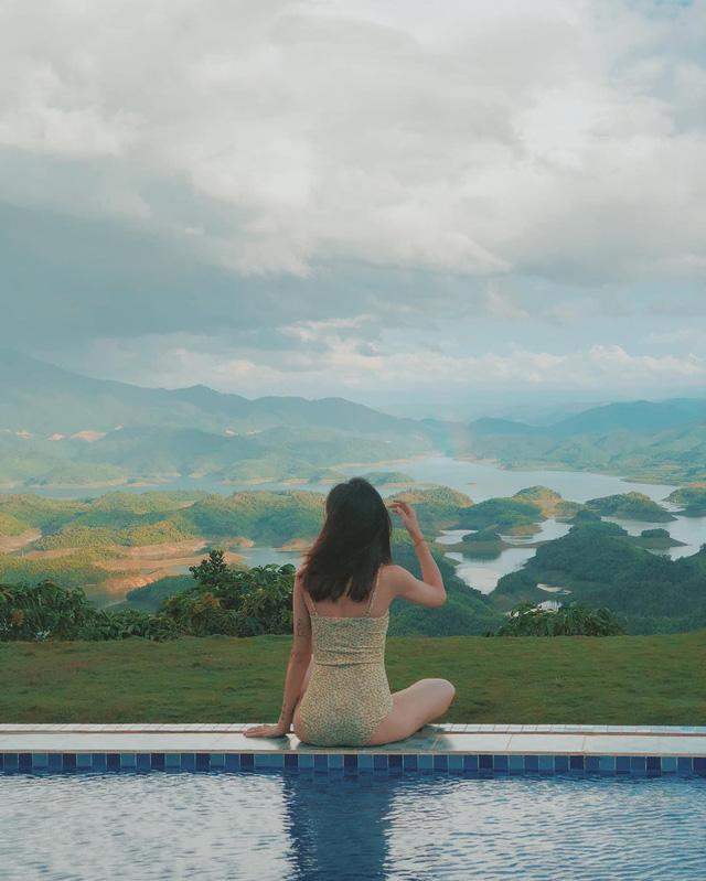 """""""Sống ảo"""" cùng hồ bơi vô cực tại Tadung Topview Homestay. (Ảnh: Khoa Nguyễn)"""