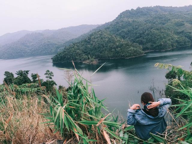 Hồ Tà Đùng trải dài từ Đắk Som qua tới địa bàn của tỉnh Lâm Đồng. (Ảnh: Bảo Bình)