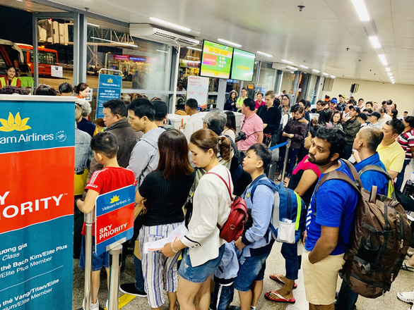 Vietnam Airlines khuyến cáo hành khách mang thực phẩm vào một số nơi bị cấm và phạt tiền - Ảnh: C.TRUNG