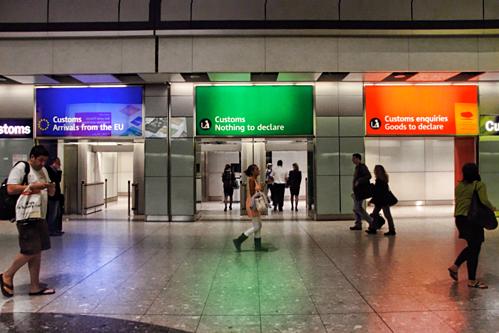 Nơi khai báo hải quan tại sân bay Heathrow, Anh. Ảnh: Travel Stack Exchange.