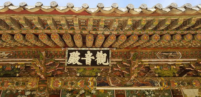 Trong quá khứ, chùa từng lưu giữ nhiều kinh sách phật và hiện vật quý hiếm của Triều Tiên, tuy nhiên chiến tranh đã phá hủy gần hết những cổ vật này.