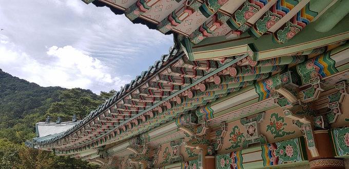 Năm 1951, ngôi chùa bị đánh bom, một nửa trong số 24 tòa nhà đã bị hư hỏng. Trải qua nhiều lần cải tạo, chùa Pohyon vẫn giữ được nét kiến trúc nguyên bản.