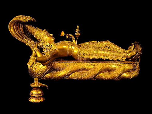 Bức tượng tạc thần Vishnu nặng 32 kg được tìm thấy trong kho báu phía dưới lòng đất của ngôi đền. Ảnh: Amusing Planet.