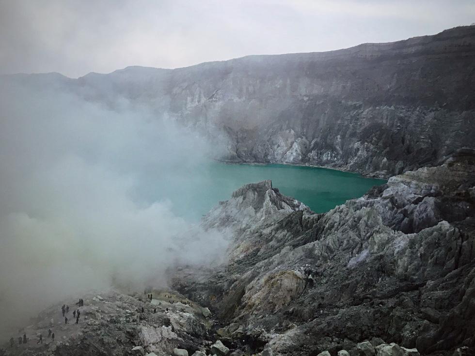 Hồ Sulfur là điểm đến khó quên trong hành trình khám phá Bromo - Ảnh: NGÔ HOÀNG ANH