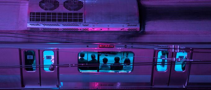 Liam chụp ảnh Tokyo theo cách chọn các góc nhìn trông có vẻ bí ẩn, tạo cảm giác ủ rũ pha chút đe dọa.