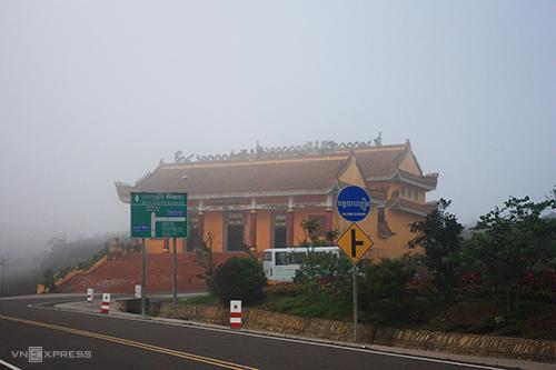 Đường lên Bokor sương phủ trắng xóa.