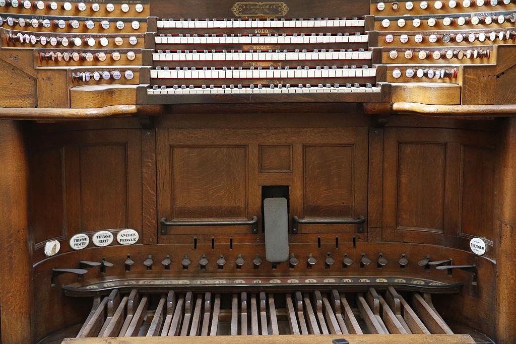 7. Trong nhà thờ còn lưu giữ cây đàn organ lớn nhất ở Pháp có từ thế kỷ 18. Cây đàn có 5 bàn phím, 109 điểm dừng và gần 7374 ống. Vào những năm 1990, cây đàn đã được phục hồi với chi phí 2 triệu USD và mất 40.000 giờ đồng hồ để hoàn thành. Ảnh: Getty.