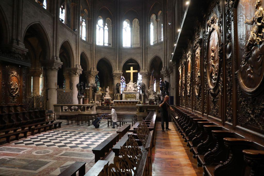 8. Phần khung nhà thờ được làm từ gỗ của 1.300 cây sồi, tương đương 21 ha rừng. Ảnh: Getty.