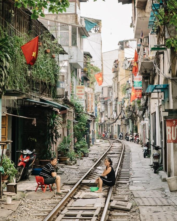 Người dân sinh sống ở xóm đường tàu (Hà Nội).