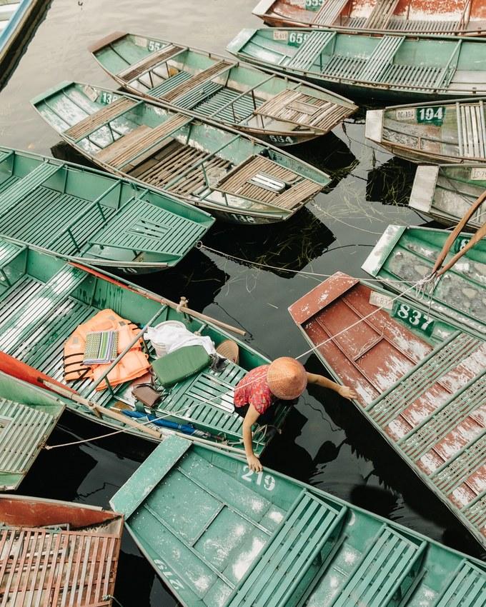 Thuyền bè san sát ở bến Tam Cốc (Ninh Bình).