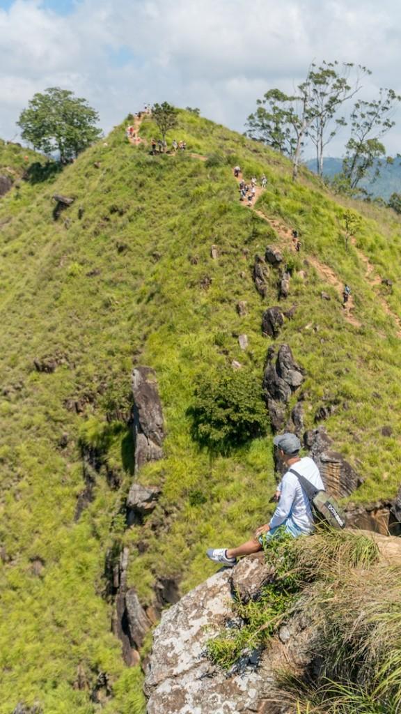 Sống lưng khủng long ở Little Adam's Peak.