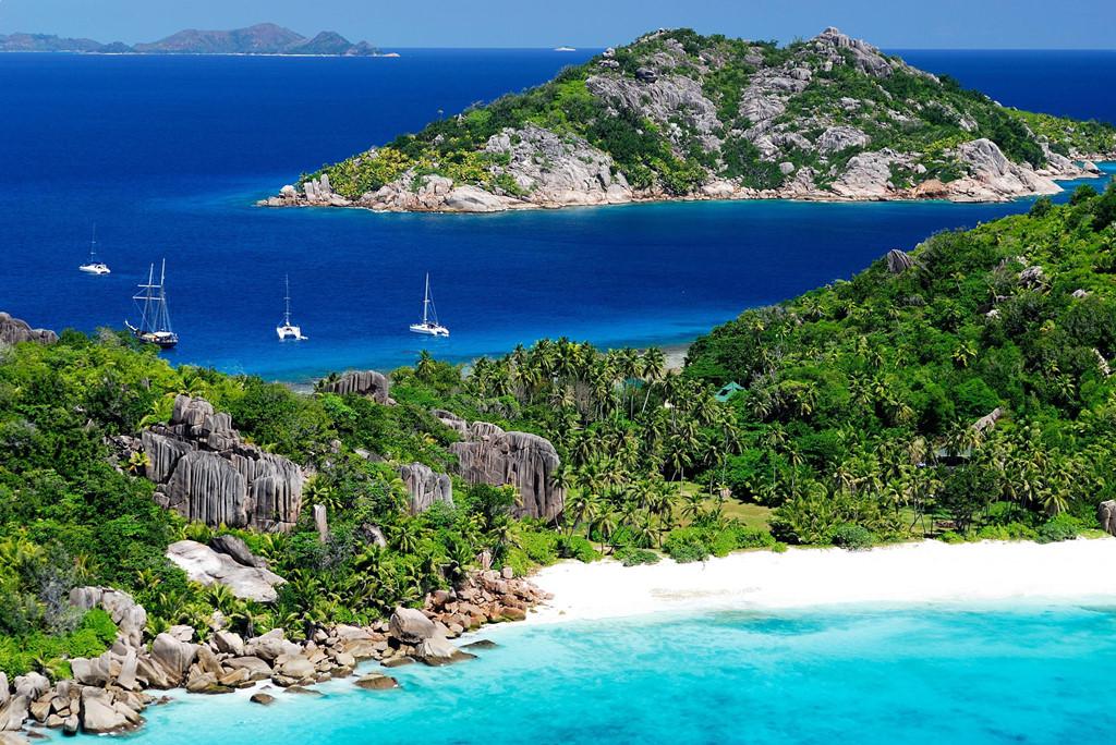 Cộng hòa Seychelles: Quần đảo nằm ở Ấn Độ Dương này không chỉ có những bãi cát trắng tuyệt đẹp mà còn là điểm lặn nổi tiếng trên thế giới. Trong đó, khu nghỉ dưỡng North Island thu hút nhiều người nổi tiếng và hoàng gia nhờ sự riêng tư, biệt lập và cảnh quan khó vùng biển nào sánh được. Ảnh: Yuklemobl.