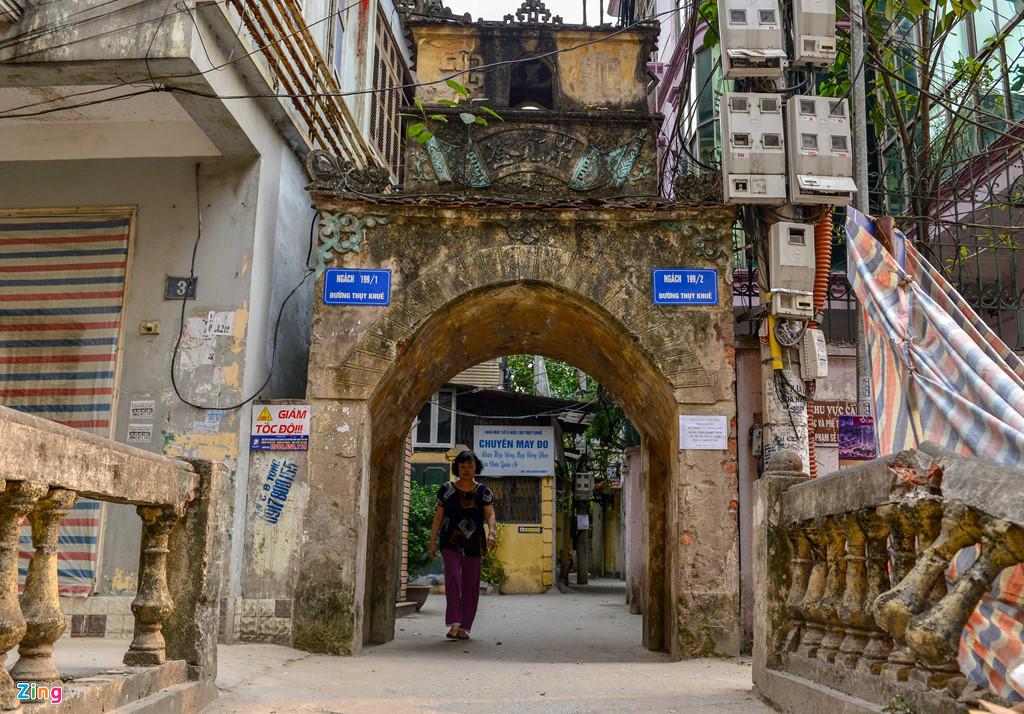 Là một trong những ngôi chùa nhiều tuổi ở Hà Nội, nằm khuất bên trong ngõ 199 Thụy Khuê, chùa Châu Lâm (chùa Bà Đanh) được đặt theo tên một người phụ nữ có công xây dựng.
