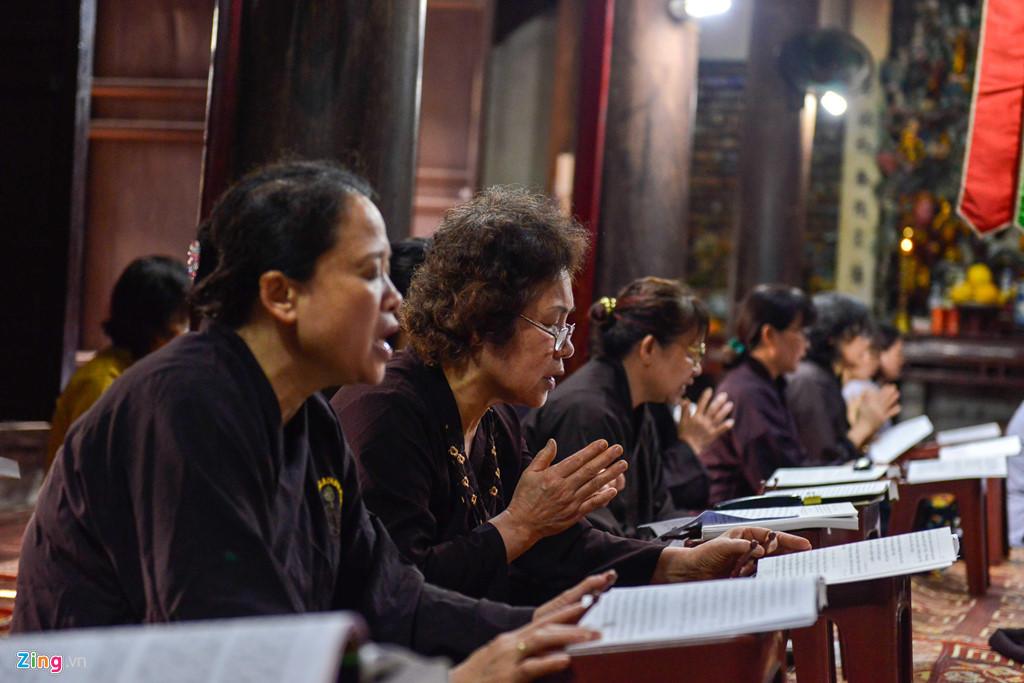 Dù vắng khách, đây vẫn là nơi vãn cảnh, hành lễ quen thuộc của những Phật tử thân quen, thường xuyên ghé tới.