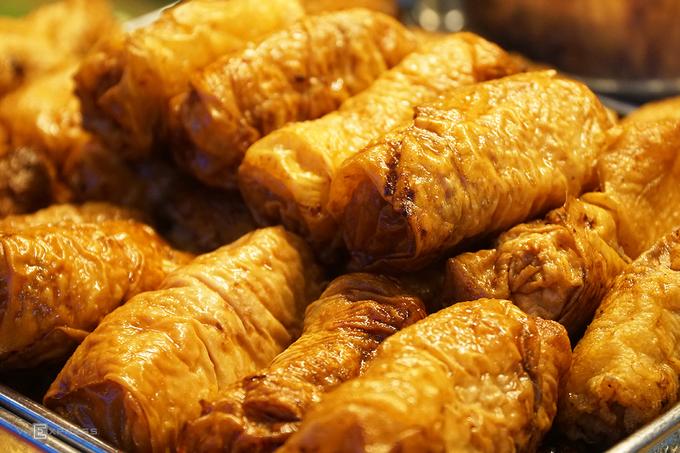 Thực đơn của quán còn có các món ăn khác không kém phần lạ miệng như: hột gà thảo mộc, tàu hũ ky tôm tươi, phá lấu, bánh trứng... với giá dao động 25.000 đến 50.000 đồng.