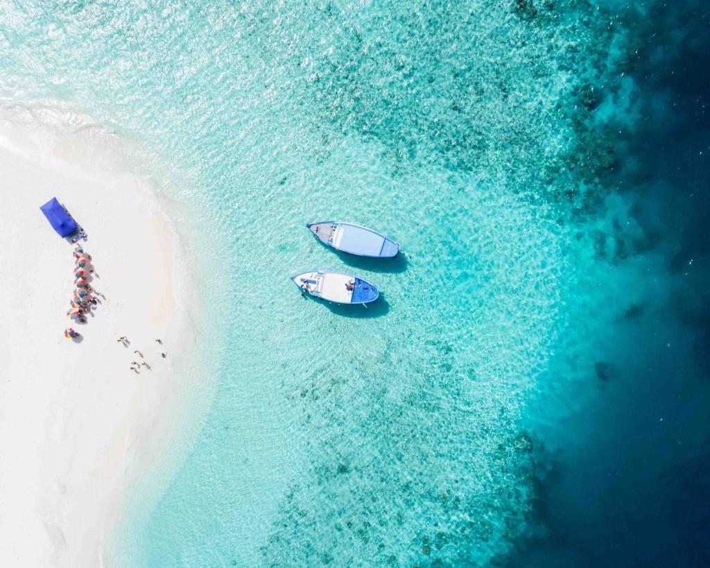 Vẻ đẹp tự nhiên thơ mộng: Nằm cạnh những vách đá ấn tượng và vùng biển nhiệt đới quyến rũ, Fiji xứng đáng là một thiên đường biển với phong cảnh thiên nhiên đa dạng và ấn tượng. Ảnh: Flying The Nest.