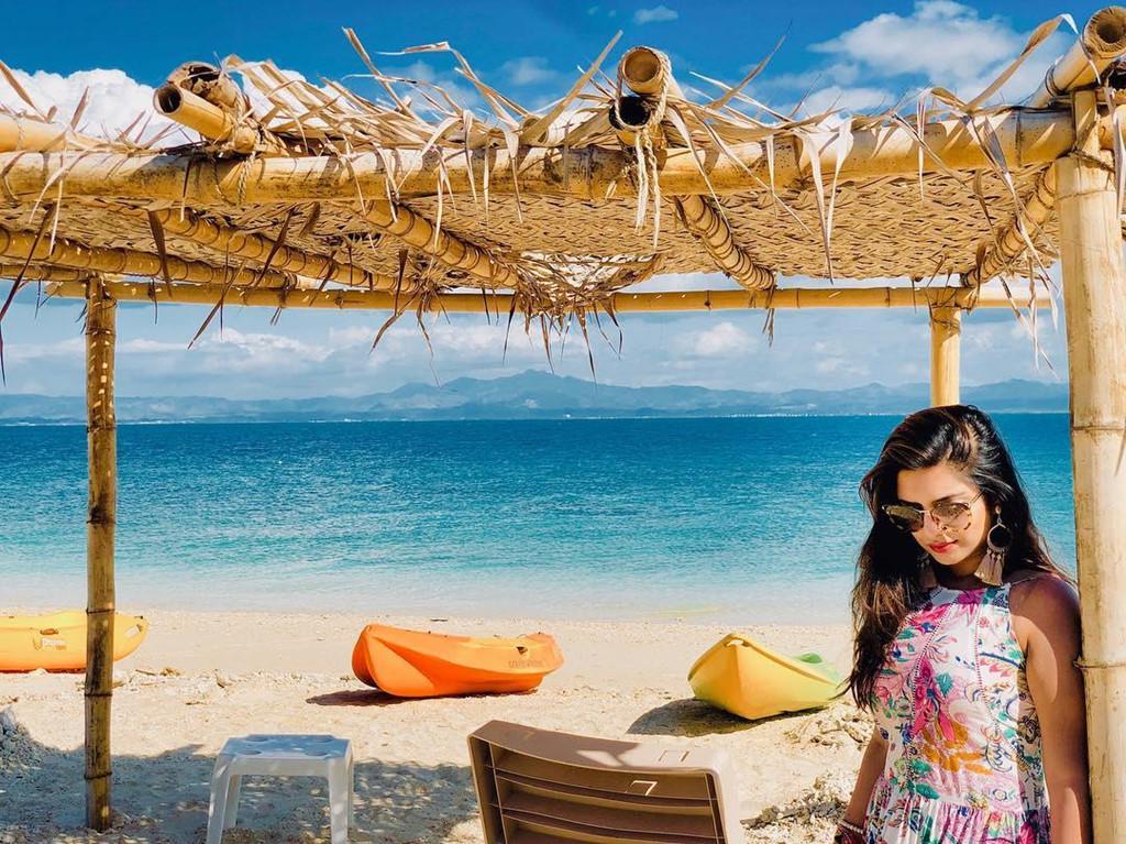 Với hơn 1.000 km đường bờ biển, khoảng 322 hòn đảo, Fiji có vô số bãi tắm ngập nắng. Một khi đã đặt chân lên quốc đảo Fiji, bạn sẽ không nỡ rời mắt trước bãi cát vàng nguyên sơ bên vùng nước màu ngọc lam lung linh và những rạn san hô đầy màu sắc. Ảnh: Bushras_tale.