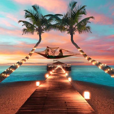 Những khu nghỉ dưỡng sang trọng, đẳng cấp: Fiji là nơi hoàn hảo để du khách ghé thăm và nghỉ hè khi sở hữu một loạt chỗ ở ngoạn mục. Bạn thỏa sức lựa chọn nơi lưu trú theo sở thích cá nhân, từ các khu nghỉ dưỡng sang trọng, biệt thự bên bờ biển đến những khách sạn thân thiện với gia đình. Ảnh: Idofiji, Sofitelfiji.
